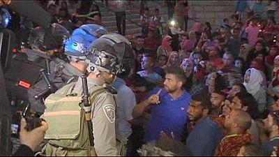 La policía israelí lanza granadas aturdidoras contra palestinos que protestaban contra un festival