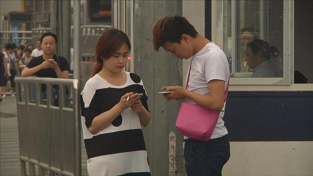 Mobile phone obsessives love viral cartoon