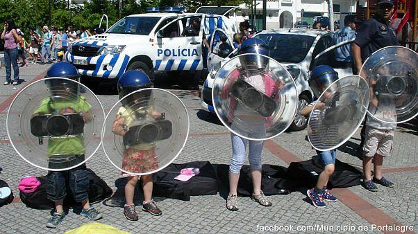 Kinderspiel? Polizei in Portugal lässt Kinder Gefechte simulieren