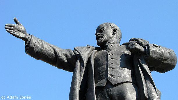 Drunken man takes selfie and topples Lenin