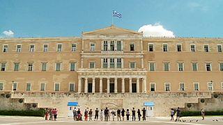 Политики, аналитики и простые греки - в ожидании очередного соглашения с кредиторами