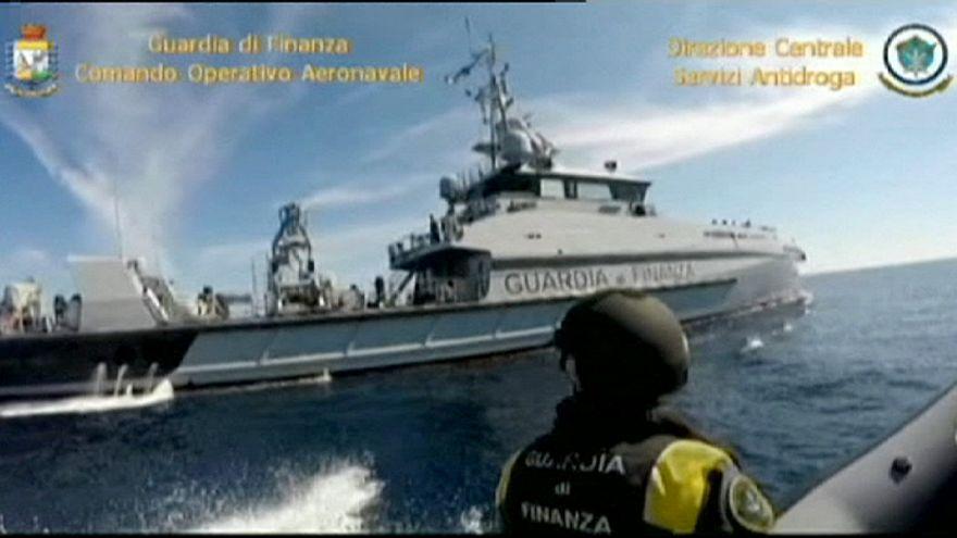 Sicilya Kanalı'nda 12 ton haşhaş ele geçirildi