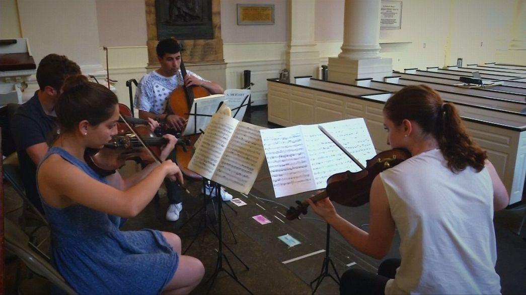 """""""بوليفوني"""" جمعية تستخدم لغة الموسيقى لخلق إمكانية الانسجام بين عرب ويهود إسرائيل"""