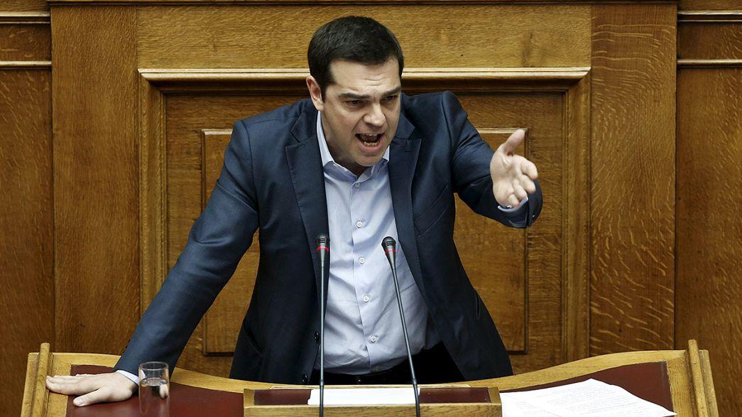"""Tsipras diz ter feito propostas """"realistas"""" aos credores"""