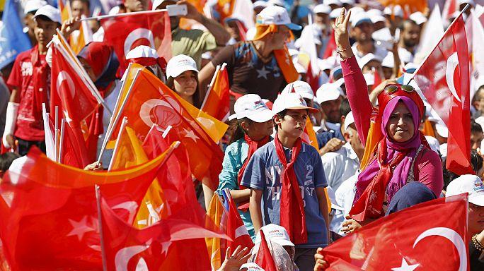 Elections législatives en Turquie : vers un recul de l'AKP ?