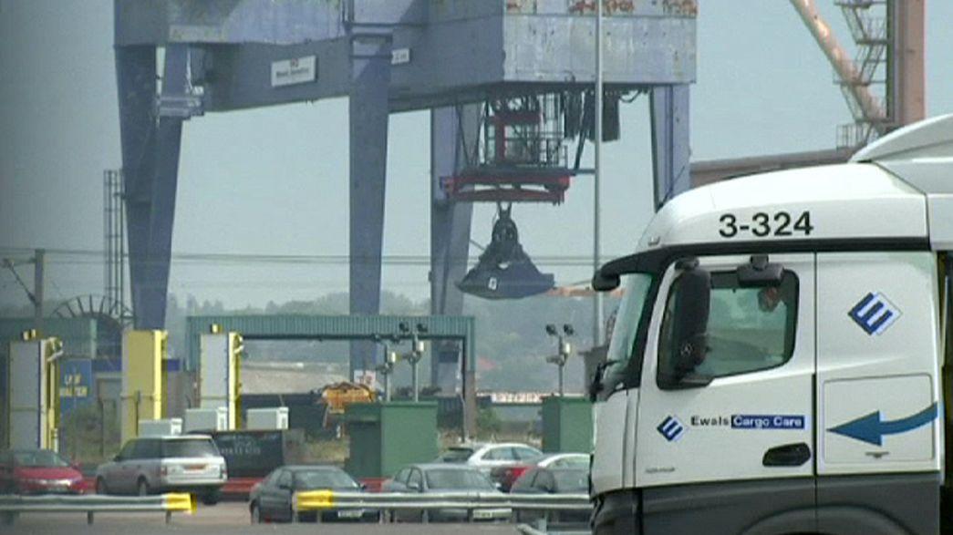 Immigrazione: trovate oltre 60 persone dentro dei camion nel porto inglese di Harwich