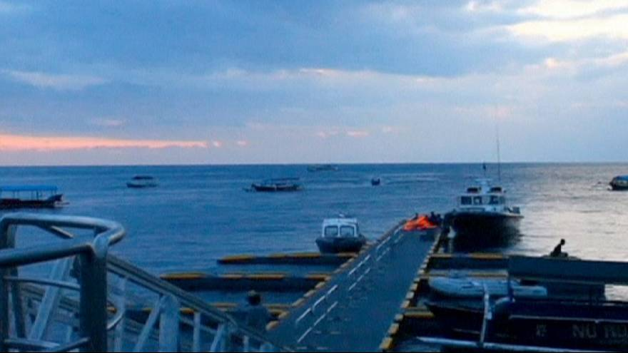 Indonésia: Explosões em ferry fazem 25 feridos