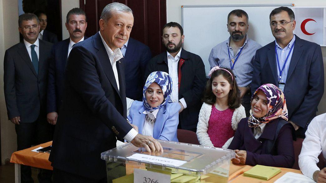Elections législatives turques : le défi d'Erdogan, le pari des pro-Kurdes