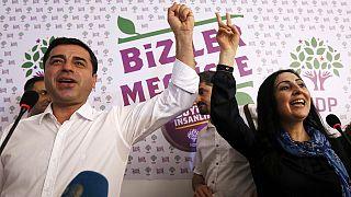 Τουρκία: Στη Βουλή το Κόμμα Δημοκρατίας των Λαών - Πανηγυρίζουν οι Κούρδοι