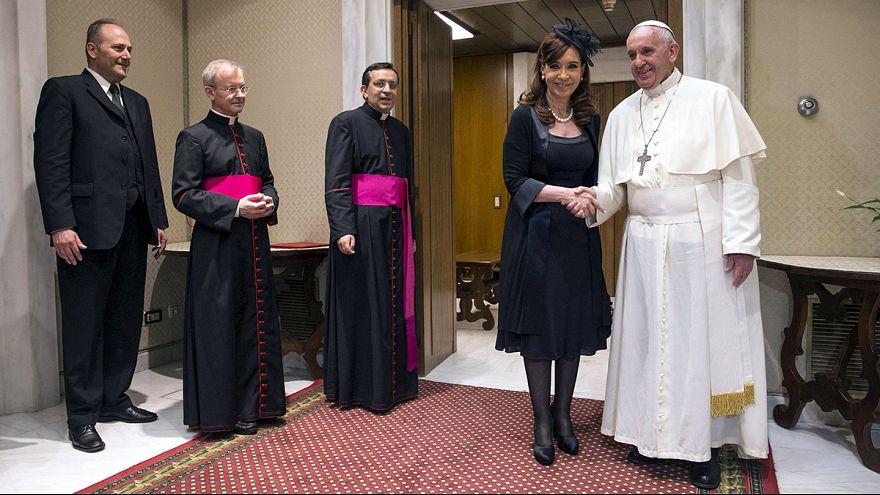 Az argentin pápa fogadta az argenti elnök asszonyt