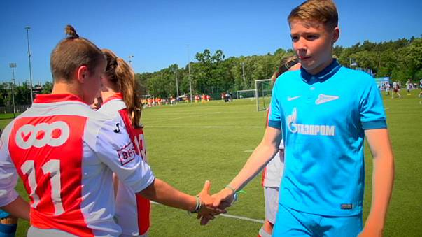 Geleceğin yıldızları Dostluk İçin Futbol Turnuvası'nda bir araya geldi
