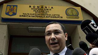 Румыния: обвиняемый в коррупции премьер сохранил иммунитет