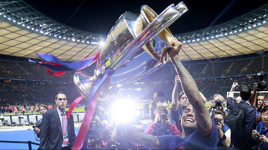 Luis Enrique and Dani Alves extend Barca deals