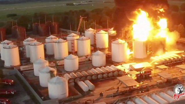 عدم احترام معايير السلامة...سبب مرجح لاندلاع حريق المستودع النفطي في أوكرانيا