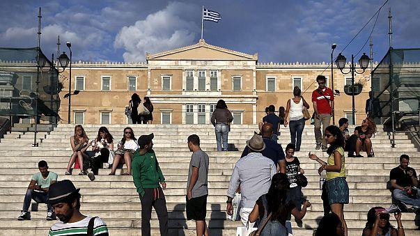 """""""Krizin başından beri Yunan haneleri gelirlerinin ortalama yüzde 40'ını kaybetti."""""""