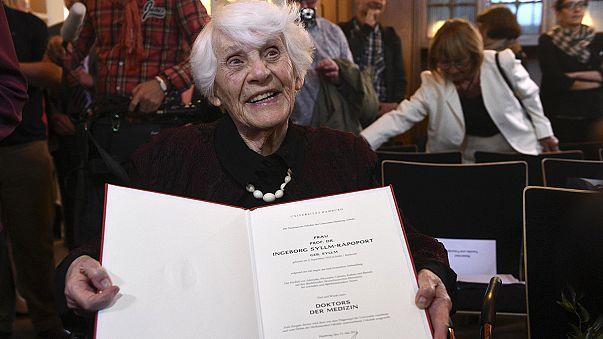 امرأة عمرها تجاوز 100 سنة تحصلت على شهادة الدكتراه