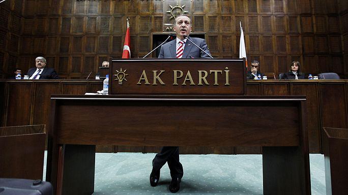 استقالة الحكومة التركية وأغلب الأحزاب تستبعد ائتلافا مع حزب العدالة والتنمية