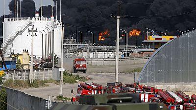 Kiev, incendio deposito: annunci contraddittori e caos nei soccorsi