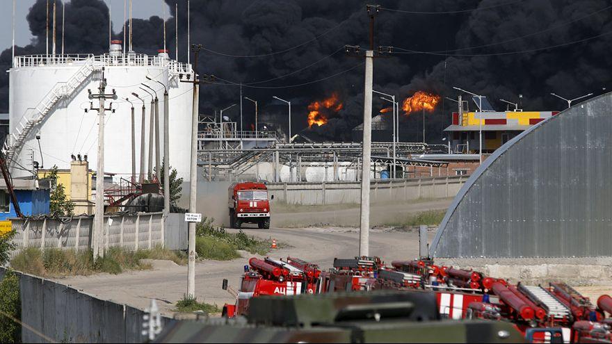 Нефтебаза под Киевом будет гореть ещё несколько часов