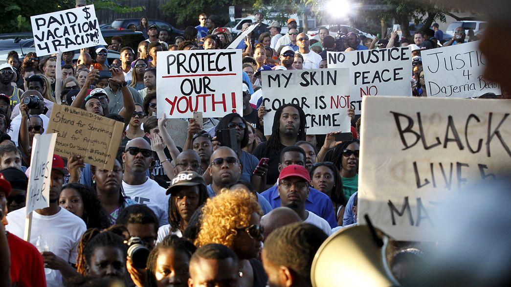Stati Uniti: si dimette il poliziotto filmato mentre aggrediva ragazza nera