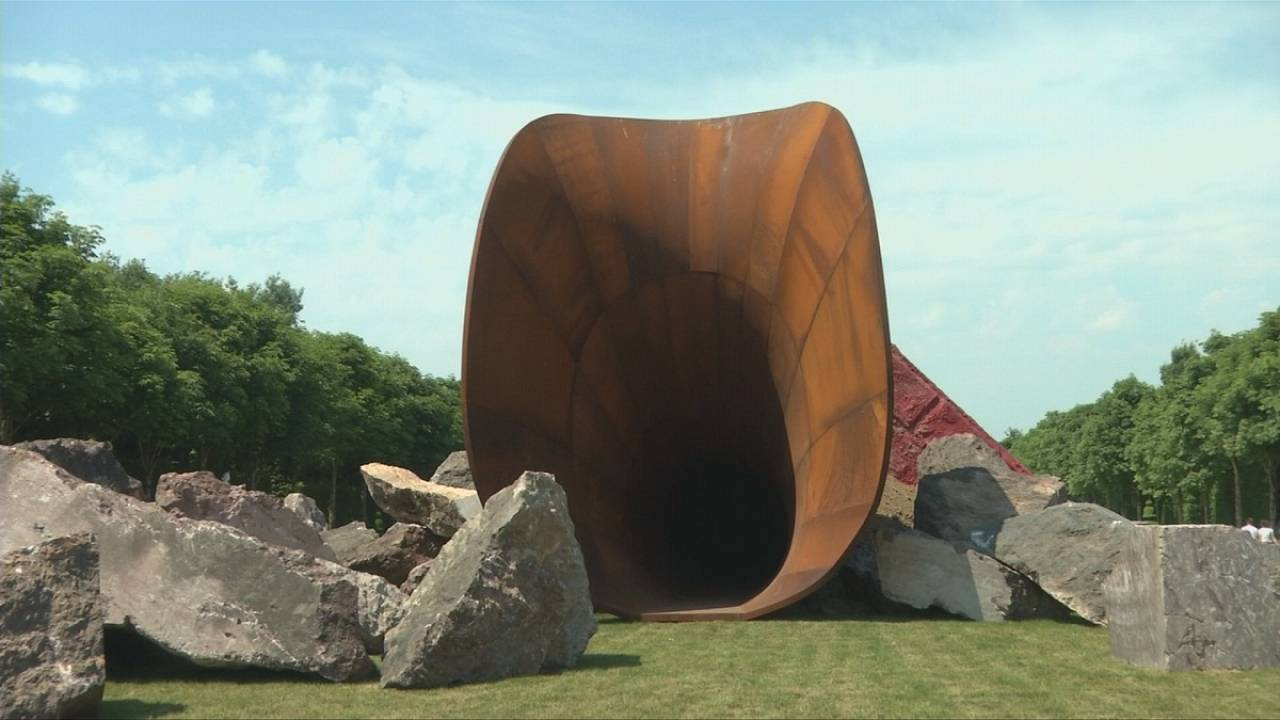 Anish Kapoor creates a 'Dirty Corner' at the Château de Versailles