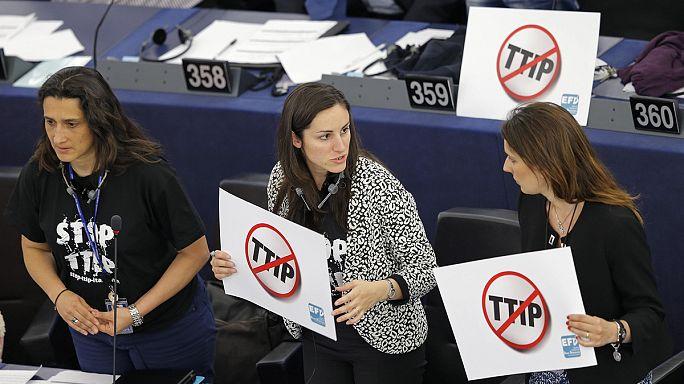 Голосование по торговому пакту ЕС с США отложено