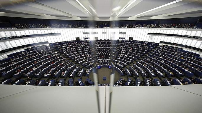 PE: Hungría debería someterse a un 'test' de democratización