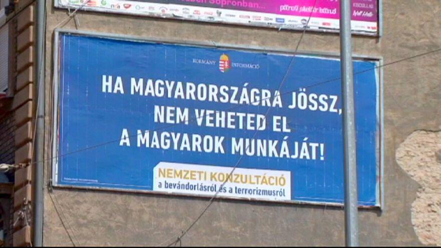 Plakátháború Magyarországon: a Jobbik szavazóira hajt a Fidesz?