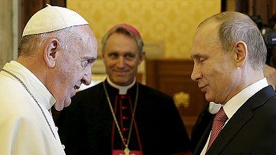 Papst schenkt Putin Friedensengel