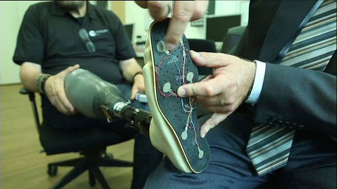An artificial leg which can feel and reduce pain