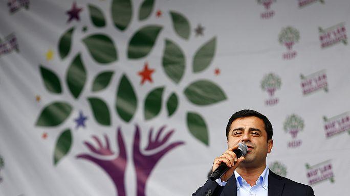 Koalíciót sürget a török elnök