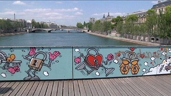 Paris: arabescos na ponte do amor