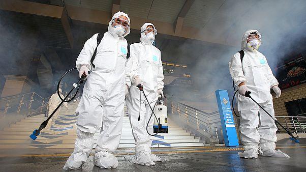 Megbénítja a fertőzéstől való félelem Dél-Koreát