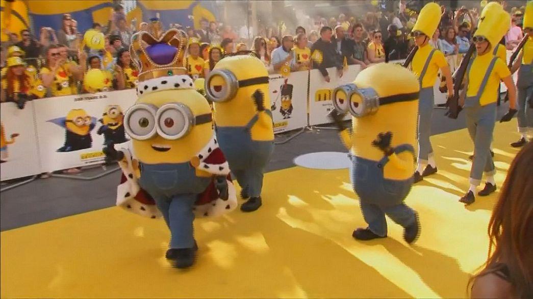 """""""Les Minions"""" débarquent au cinéma dans leur propre film !"""