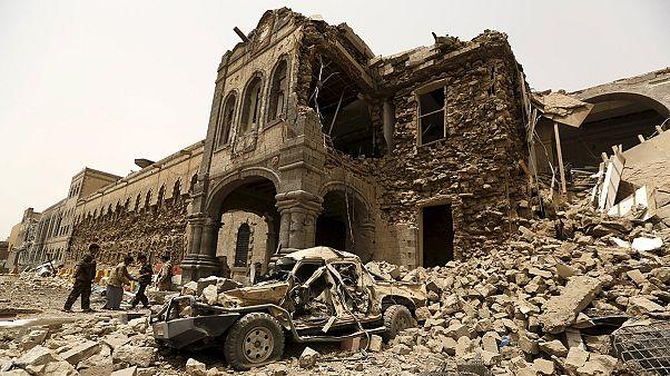 Iémen: zona histórica da capital bombardeada