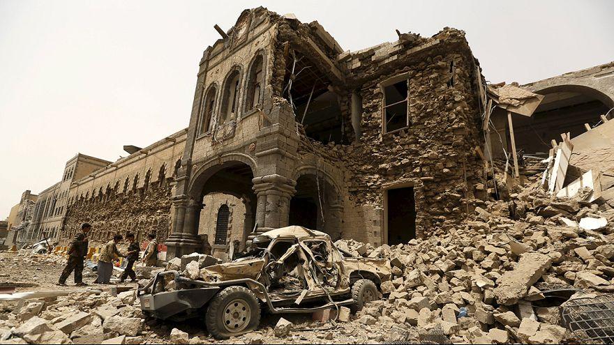 Yemen, aerei sauditi bombardano Sanaa, sito protetto dall'Unesco