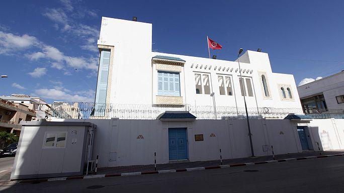 Elraboltak tíz embert Tunézia nagykövetségéről Líbiában