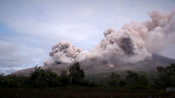 فوران تازه آتشفان سینابونگ در اندونزی