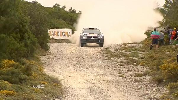 Hayden Paddon da la sorpresa y lidera el Rally de Italia