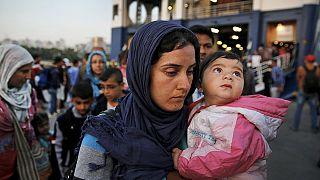 Yunanistan, Midilli adasındaki Suriyeli mültecileri Atina'ya taşıdı