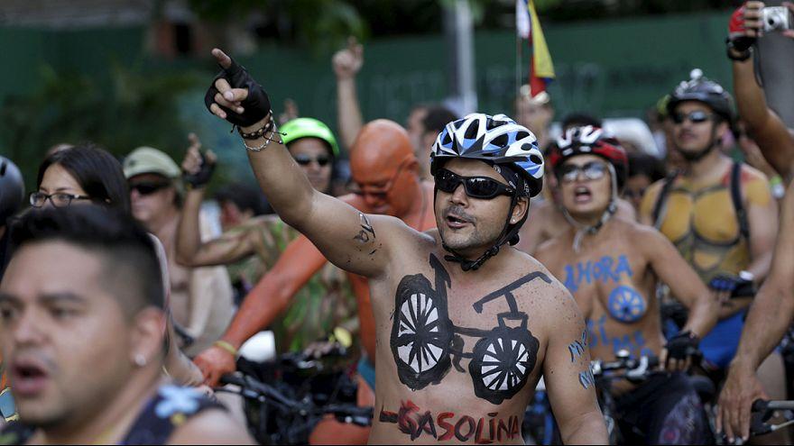 مسيرة سائقي دراجات هوائية عراة