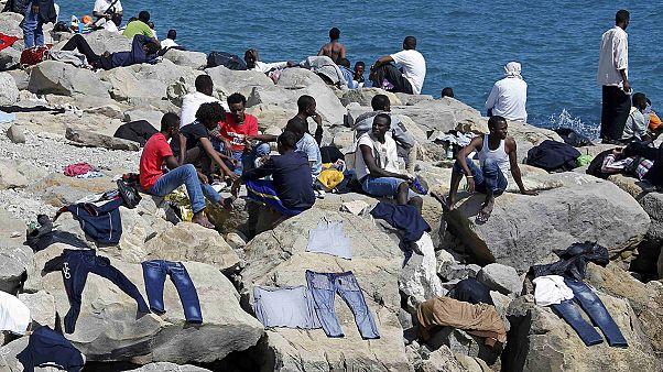 Des centaines de migrants interdits d'entrée en France sont bloqués en Italie