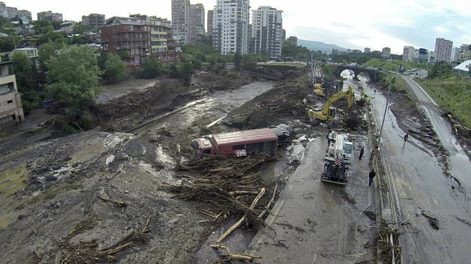 Грузия: число жертв наводнения возросло до 12