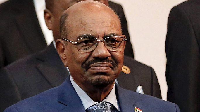 Hétfőn dönthetnek a szudáni elnök őrizetbe vételéről