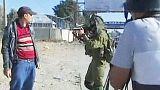 In un video il soldato israeliano che picchia un palestinese disarmato