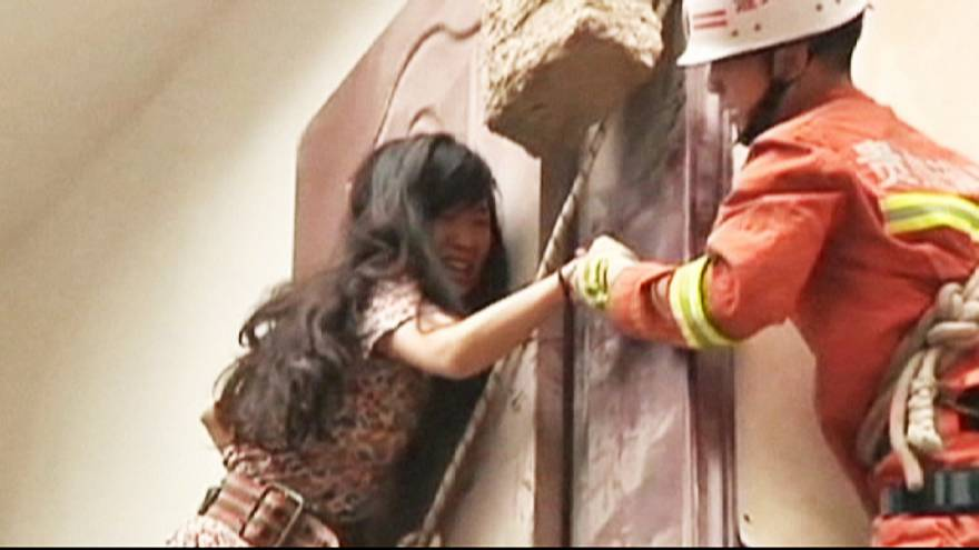 China: Woman rescued from collapsed building