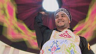 Egypte : Musulmans, Juifs et Chrétiens réunis par la musique et la danse au Daraweesh Carnaval