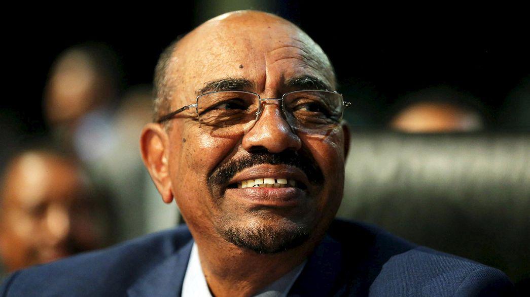 El presidente de Sudán llega a Jartún tras haber burlado al Tribunal Penal Internacional