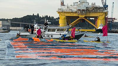 Activists surround Shell's Arctic drilling rig