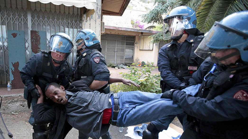 Italien: Polizei räumt illegales Flüchtlingslager